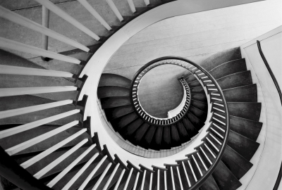 spiral-staircase-746908_1920-400x270-MM-100